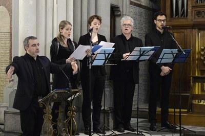 Le chœur lors de la messe célébrée dans la Basilique de l'Immaculée-Conception