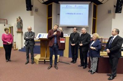 Remise du prix Père Jacques Hamel à Samuel Lievin avec Jean-Marie Montel, Roseline Hamel, le Cardinal Pïetro Parolin, Mgr Nicolas Brouwet